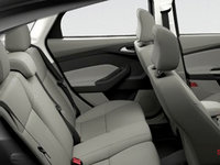 2017 Ford Focus Sedan SE | Photo 2 | Medium Light Stone Premium Cloth