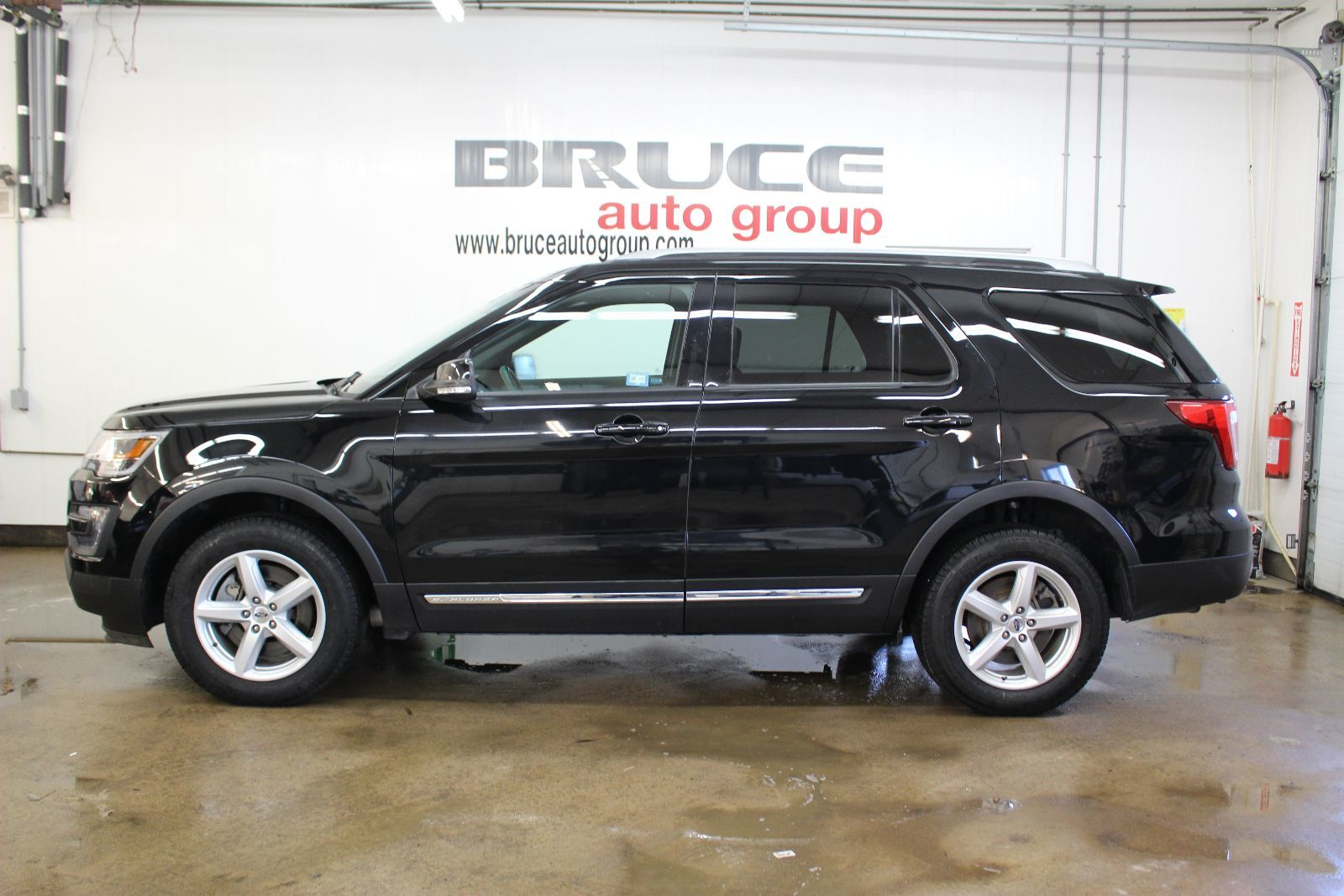 2016 ford explorer xlt 3 5l 6 cyl automatic awd xlt for sale pre owned bruce ford in middleton. Black Bedroom Furniture Sets. Home Design Ideas