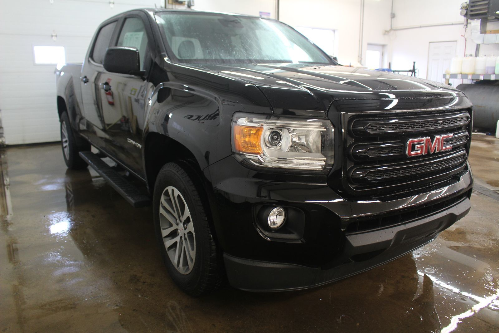 new 2016 gmc canyon 4x4 crew cab 4le for sale in middleton bruce chevrolet buick gmc dealer in. Black Bedroom Furniture Sets. Home Design Ideas