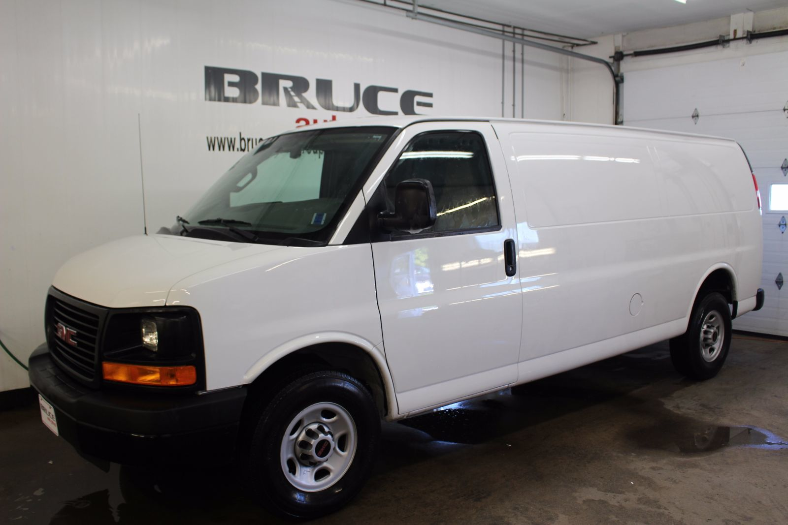 2016 gmc savana 2500 4 8l 8 cyl automatic rwd cargo van for sale pre owned bruce ford in. Black Bedroom Furniture Sets. Home Design Ideas