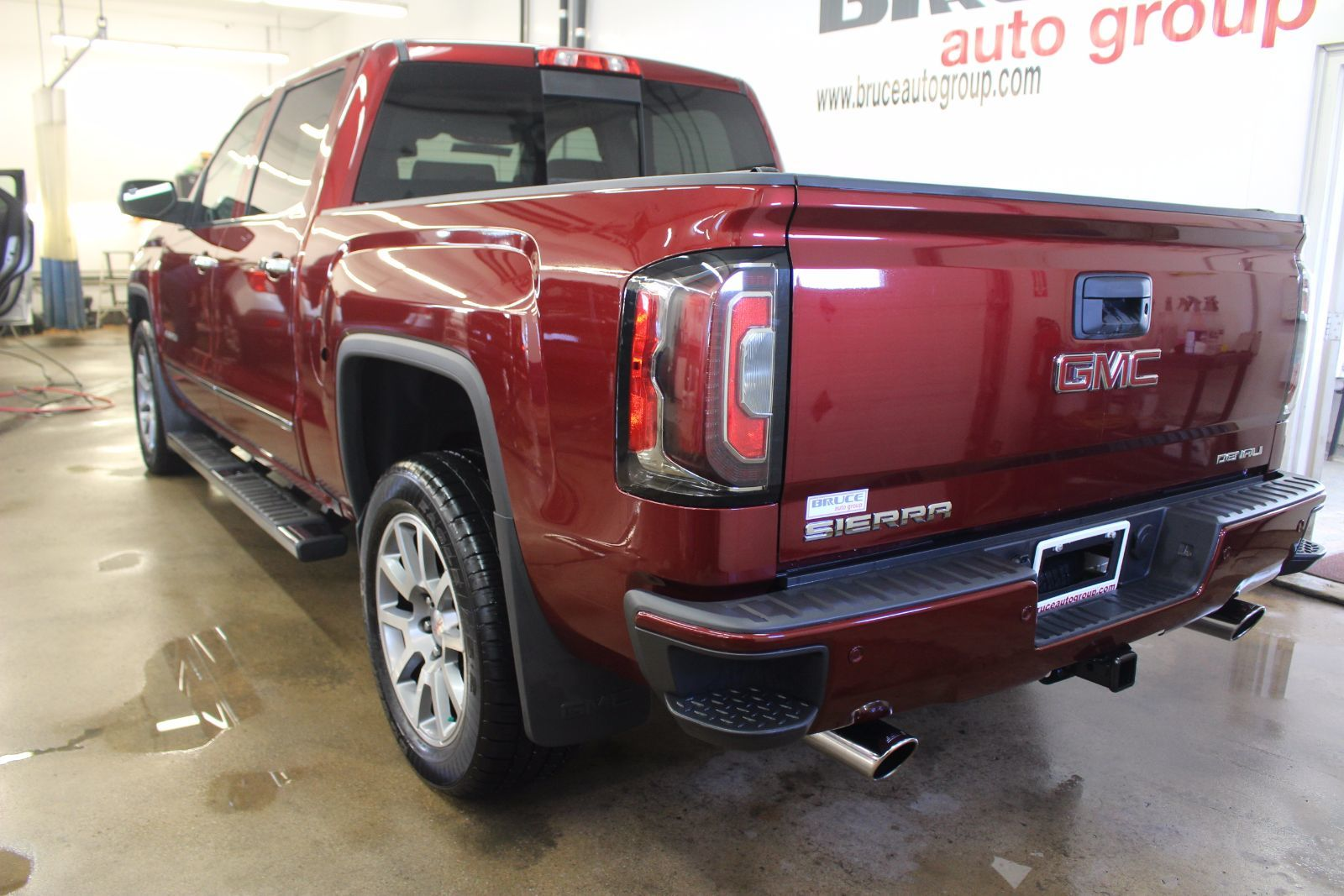 used 2017 gmc sierra 1500 denali 5 3l 8 cyl automatic 4x4 crew cab in middleton g17321a. Black Bedroom Furniture Sets. Home Design Ideas