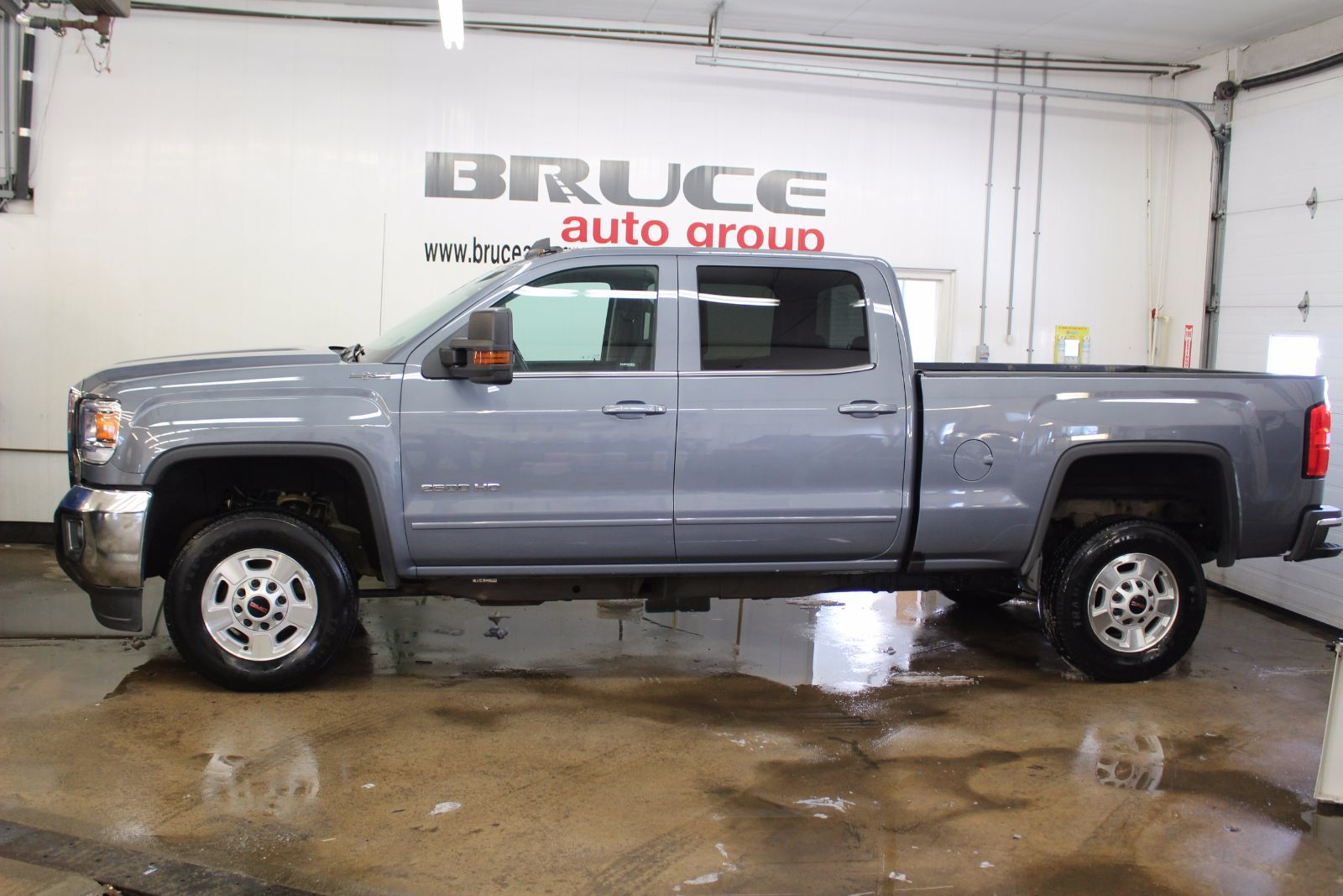 used 2016 gmc sierra 2500 hd sle 6 0l 8 cyl automatic 4x4 crew cab in middleton g17291a. Black Bedroom Furniture Sets. Home Design Ideas