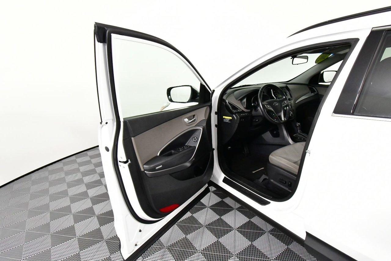 Photo Hyundai Santa Fe FWD, SUV, Heated Seats. 2013