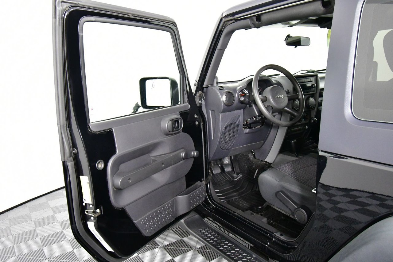 Photo 2009 Jeep Wrangler X. NEW MVI, NEW DIFF FLUID. NEW BATTERY