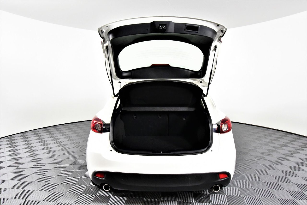 Photo 2015 Mazda Mazda3 Sport GS. Alloy wheels. HD radio. Back-up cam. back-up cam
