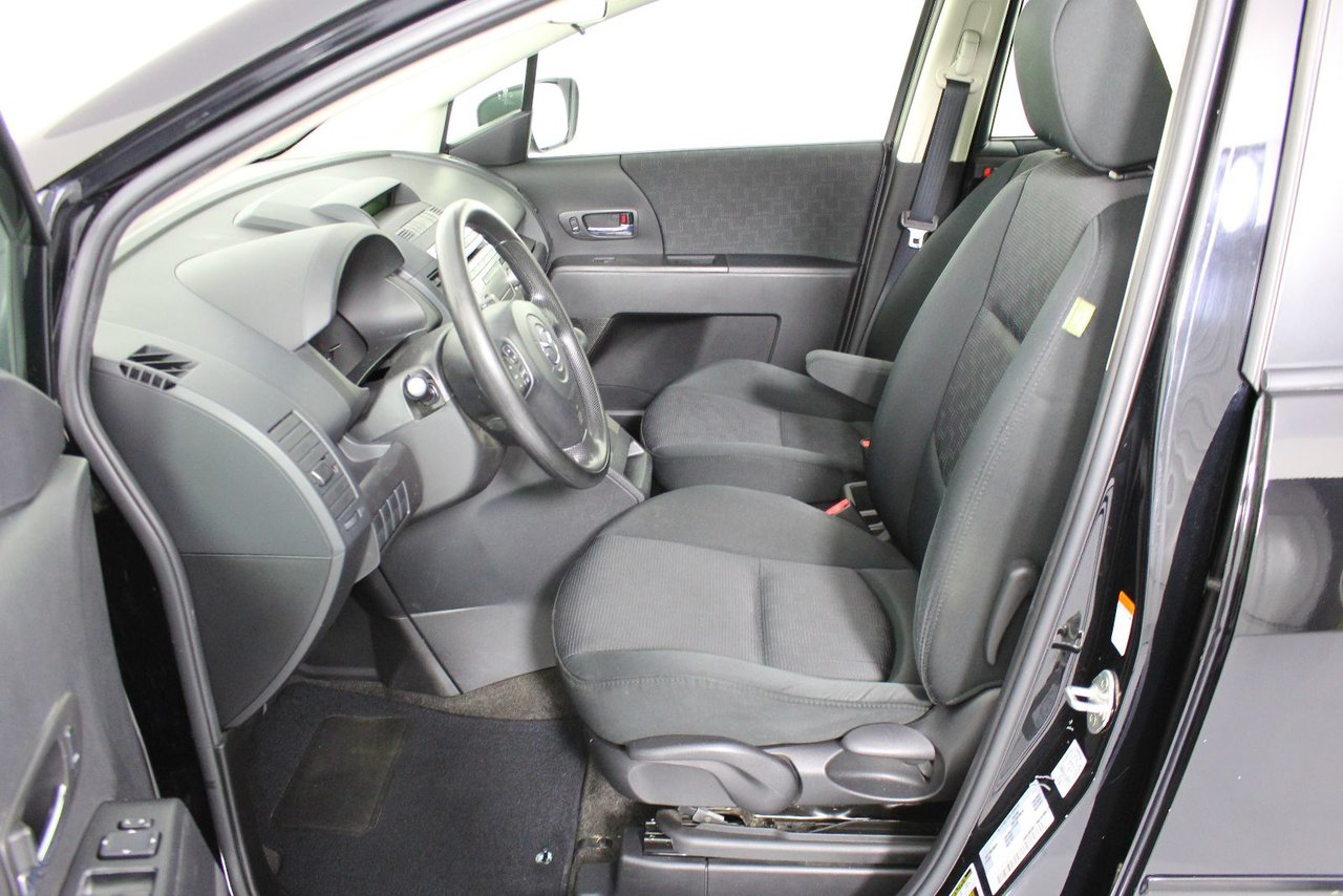 Photo 2009 Mazda Mazda5 GS! Great storage space. 3 rows