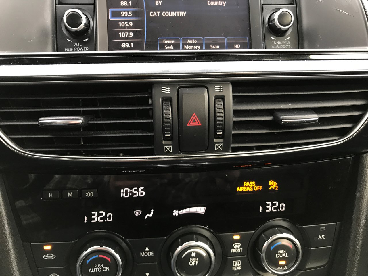 Photo 2015 Mazda Mazda6 0.9% FINANCING! MAZDA WARRANTY! HEATED SEATS! 0.9% FINANCING! MAZDA WARRANTY! HEATED SEATS!