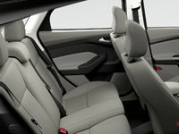 2017 Ford Focus Hatchback SE | Photo 2 | Medium Light Stone Premium Cloth