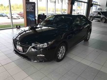 Photo Mazda 3 GS Only 9k! 6-Speed Automatic! Factory Warranty! 2015