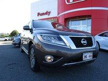 2016 Nissan Pathfinder Platinum w/360 Backup Cam, 2nd Row Heated Seats