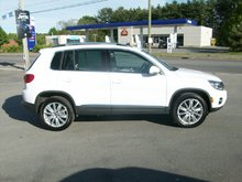 2016 Volkswagen Tiguan Highline 2.0T 6sp at w/ Tip 4M Contact for more info