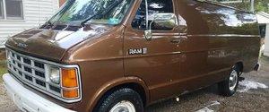 Un van Dodge Ram de surveillance du FBI vendu sur eBay  !