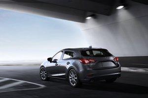 2017 Hyundai Elantra vs 2017 Mazda3 in Lachine