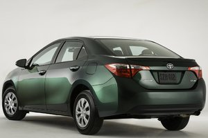 Honda Civic d'occasion vs Toyota Corolla d'occasion à Montréal