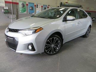 Toyota Corolla SE Gr:B *TOIT + MAGS* 2015