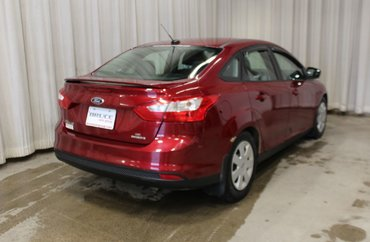 2013 Ford Focus SE 2.0L 4 CYL 5 SPD MANUAL FWD 4D SEDAN