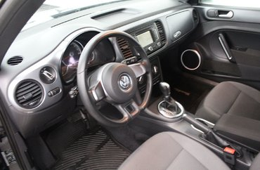 2014 Volkswagen Beetle Coupe - NAVIGATION / SUN ROOF / HEATED SEATS