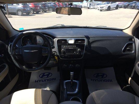 2013 Chrysler 200 LX (7/9)