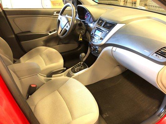2013 Hyundai Accent GL (5/9)