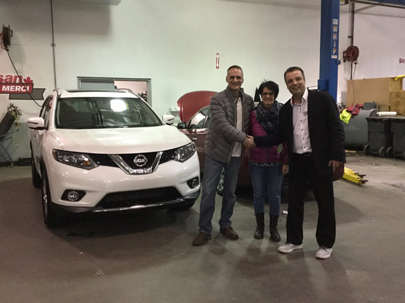 Nissan Rogue blanc nacré 2016
