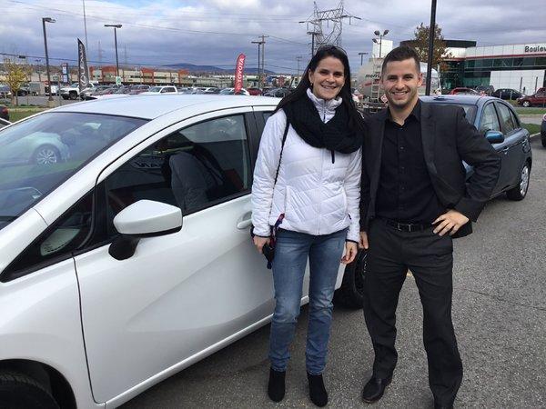 Cliente satisfaite chez Capitale Nissan