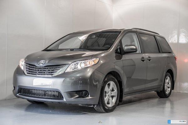 2017 Toyota Sienna LE - DÉMO AVEC PNEUS ET TAG