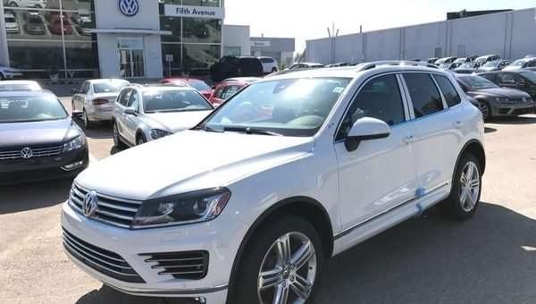 2017 Volkswagen Touareg Execline  - Navigation -  Sunroof -  Leather Seats - $424.03 B/W