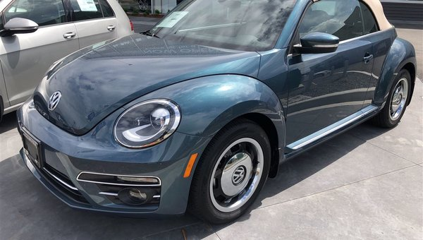 2018 Volkswagen Beetle Convertible Coast Convertible Auto w/ Style Package.