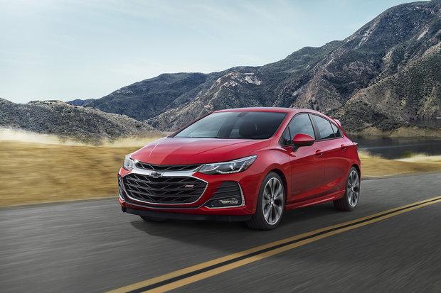 2019 Chevrolet Cruze Hatchback vs 2018 Mazda3 Sport