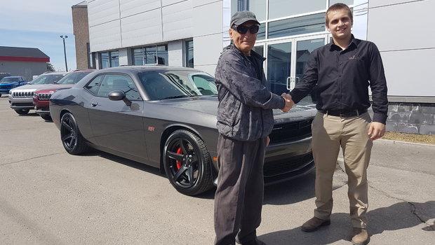 Merci à l'équipe de vente du garage Windsor pour leurs précieux conseils lors de l'achat de mon Challenger 2018.Etant client de votre concession depuis 4 ans, j'apprécie le professionnalisme et la courtoisie de tout votre personnel. Bon succès...