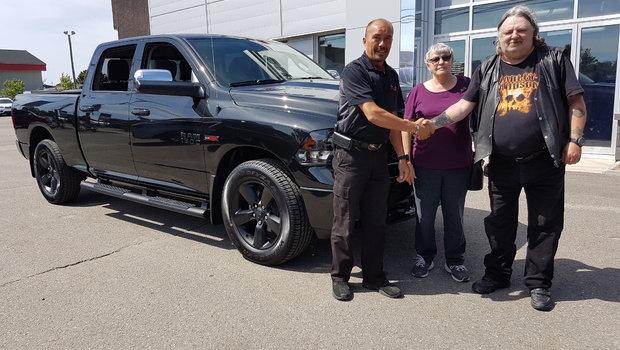 Merci à M. et Mme. Foucault pour l'achat de leur nouveau camion Ram 1500 Bighorn Black Edition EcoDiesel.