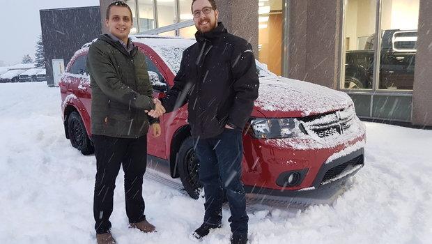 Merci à M. Mathieu Sauvé de Trois-Pistoles pour l'achat de son magnifique Dodge Journey Edition Black Top. Prudence sur les routes enneigées !