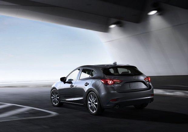 2017 Hyundai Elantra vs 2017 Mazda3 in Montreal