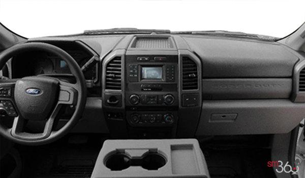 2017 Ford Chassis Cab F-550 XL | Photo 3 | Medium Earth Grey Vinyl