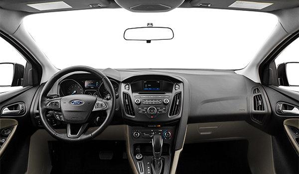 2017 Ford Focus Hatchback SE | Photo 3 | Medium Light Stone Premium Cloth