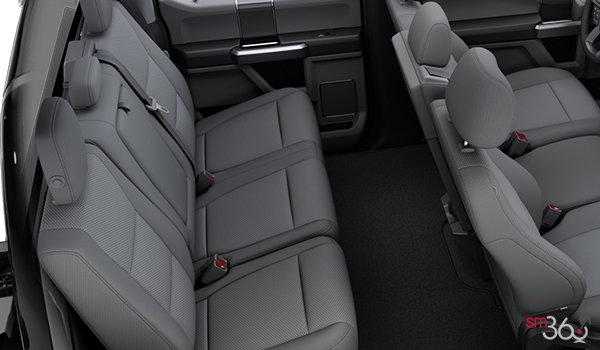 2018 Ford Chassis Cab F-450 XLT | Photo 2 | Medium Earth Grey Cloth Split Bench (3S)