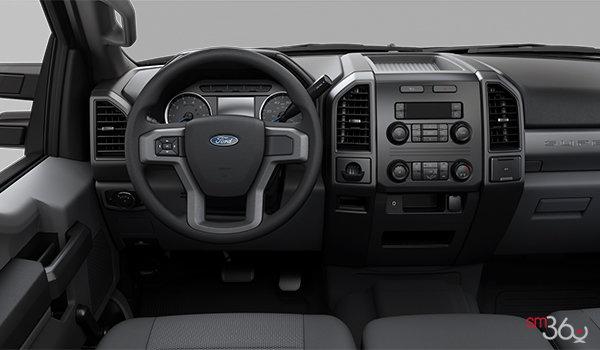 2018 Ford Chassis Cab F-550 XL | Photo 3 | Medium Earth Grey HD Cloth Bench (1S)