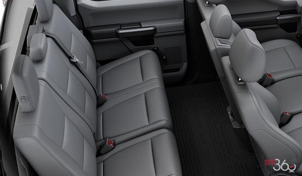 2018 Ford Chassis Cab F-550 XL | Photo 2 | Medium Earth Grey HD Vinyl Bench (AS)