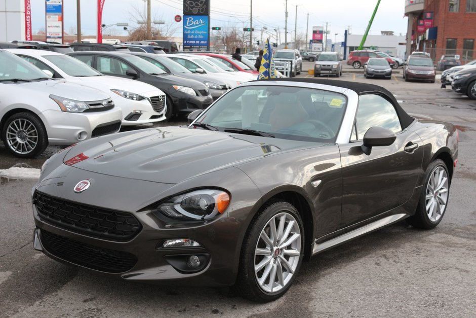 pre owned 2017 fiat 124 spider lusso convertible lallier honda hull in gatineau. Black Bedroom Furniture Sets. Home Design Ideas